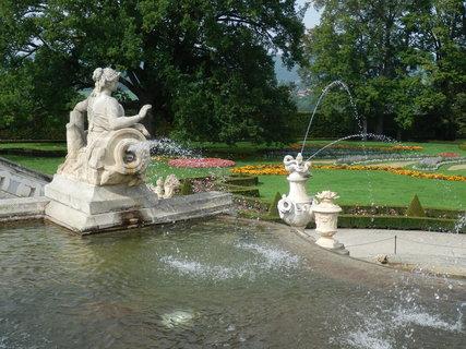 FOTKA - vodotrysk / zámecké zahrady *Český Krumlov v  září