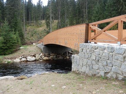 FOTKA - novotou vonící lávka přes Roklanský potok v Modravě