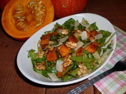 FOTKA - Salát z pečené dýně s rukolou a ořechy