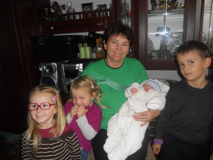 FOTKA - Pohromadě s pravnoučaty