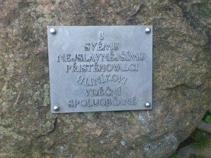 FOTKA - Humpolec, cedule na památníku na počest Hliníka