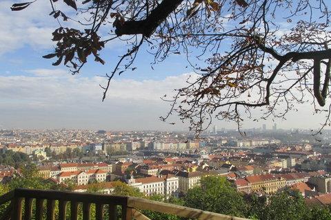 FOTKA - Vzpomínka na slunečné počasí :  říjen na Petříně