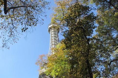 FOTKA - Petřín v podzimních barvách - a už jsme u cíle