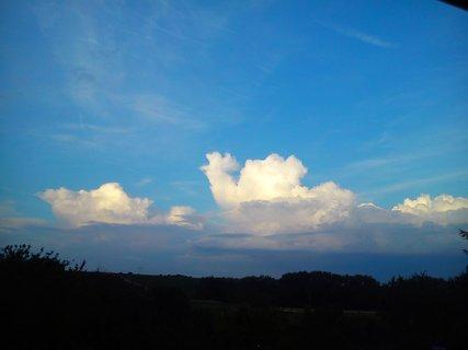 FOTKA - plávajúce oblaky na oblohe