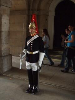 FOTKA - Jeden ze strážců - kousek od Downing Street
