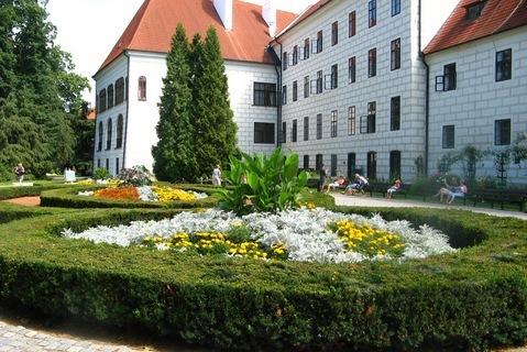 FOTKA - zahrada- z�mek Jind�ich�v Hradec