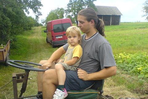 FOTKA - Ondra na traktoru