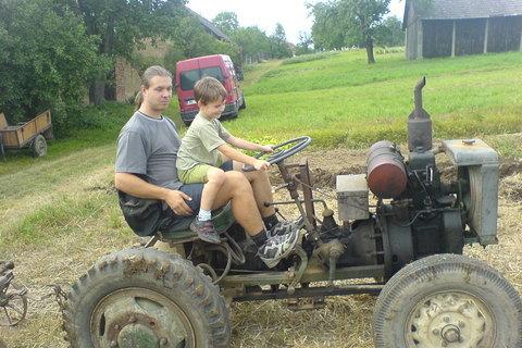 FOTKA - Domka na traktoru