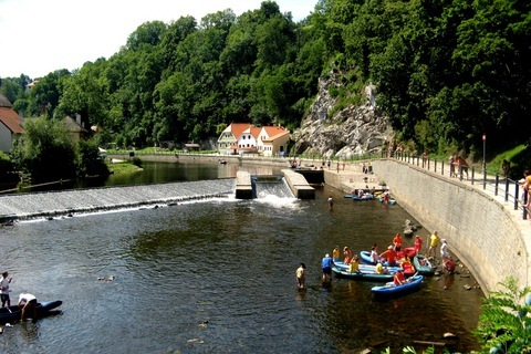 FOTKA - -vodáci -rafťáci na Vltavě