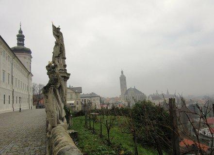 FOTKA - K.Hora..pohled od Jezuit. koleje na město v mlze