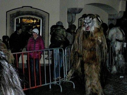 FOTKA - Krampusrummel v Saalfeldenu - Přehlídka krampusů