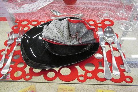 FOTKA - Stříbrné vánoční dny 2014 - soutěž o nej...prostřený  stůl,  ukázka  učiliště