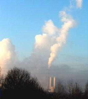 FOTKA - Pára nad elektrárnou v zimním sluníčku nevypadá špatně!?