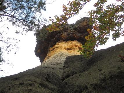 FOTKA - z toulek Kokořínskem - Pokličky vznikají zvětráváním a erozí pískovcových skal.