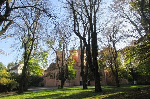 FOTKA - V říjnu bylo krásně, slunečno, zeleno...Petřín, Kostel sv. Vavřince