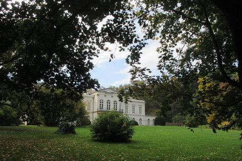 FOTKA - V říjnu bylo krásně, slunečno, zeleno...Petřín, Letohrádek Kinských