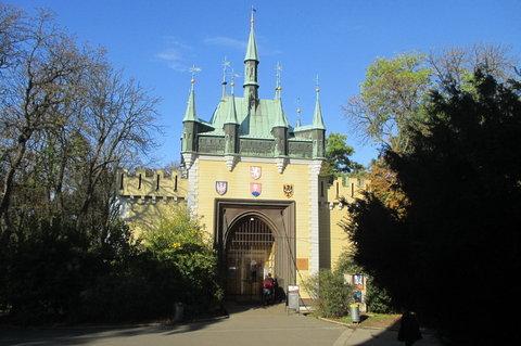 FOTKA - V říjnu bylo krásně, slunečno, zeleno...Petřín, Zrcadlové bludiště