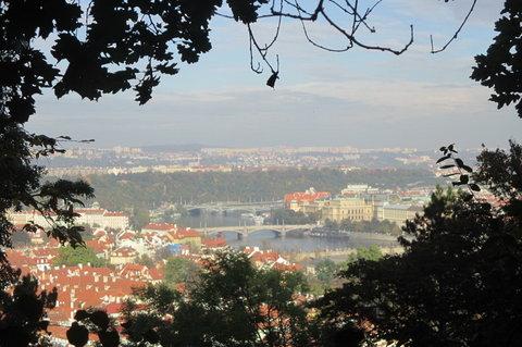FOTKA - V říjnu bylo krásně, slunečno, zeleno...Petřín a kouzelné výhledy