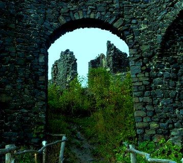 FOTKA - Průhled hradní branou - Šumná