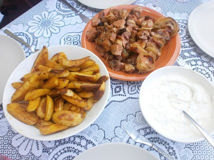 FOTKA - špízy a americké brambory s dipem