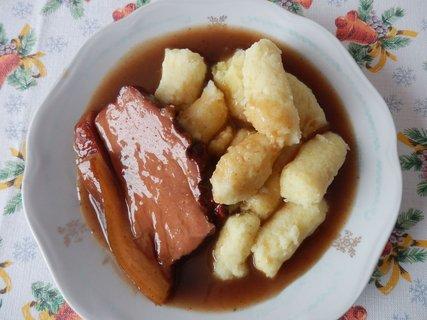 FOTKA - Uzené nasladko + bramborové šišky (omáčka je mj. z povidel a červeného vína a je výborná)