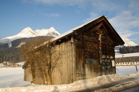 FOTKA - Novoroční prochážka po okolí Saalfeldenu - Stodola s tzv. Leichenbrett