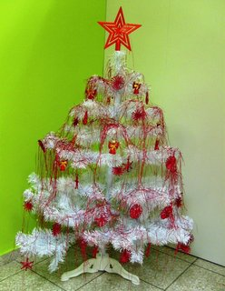 FOTKA - červenobílý stromeček z jedné lékárny