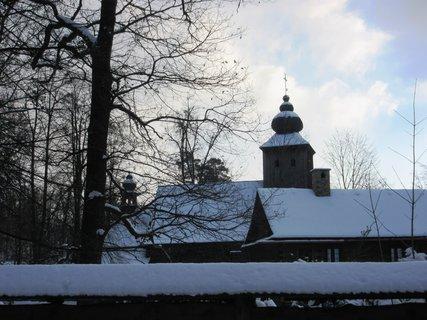 FOTKA - zasněžené Valašské muzeum v přírodě