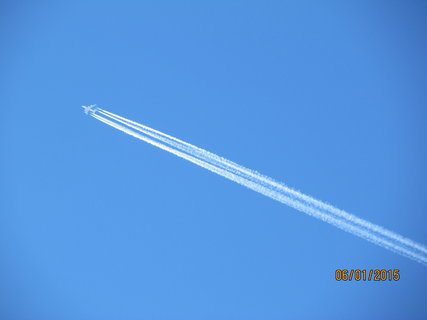 FOTKA - Zanechávám stopu na modré obloze