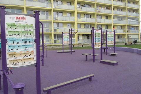 FOTKA - Letňanské lentilky :  Posilovna  pro všechny svaly .. a  každý věk
