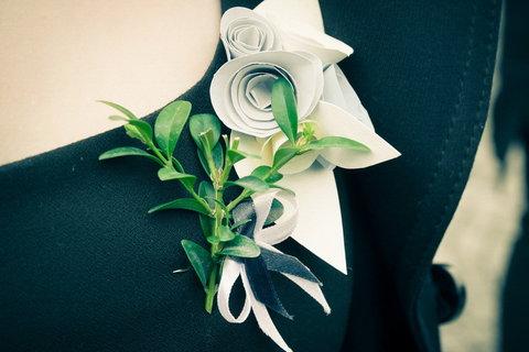 FOTKA - Svatební :   ozdoba šatů