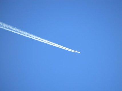 FOTKA - Tryskáč hezky pomaloval nebeskou modř