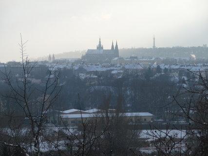 FOTKA - Mrazivá silueta Prahy