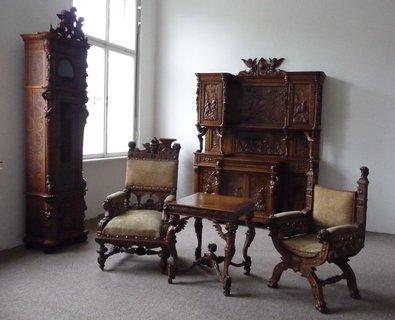 FOTKA - Ve starém dřevěném nábytku je ukryta krás