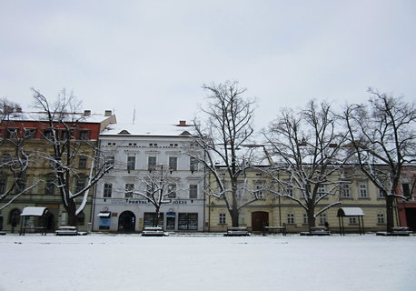 FOTKA - zasněžené Masarykovo nám. v UH