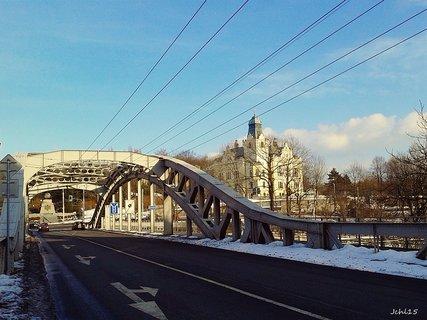 FOTKA - Slezsk� Ostrava s radnic� a mostem Milo�e S�kory