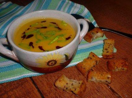 FOTKA - Cizrnovo-mrkvová polévka