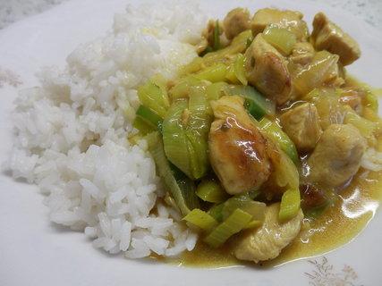 FOTKA - kuře na kari s pórkem + rýže