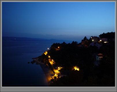 FOTKA - Pohled na pláž od vínka na balkoně