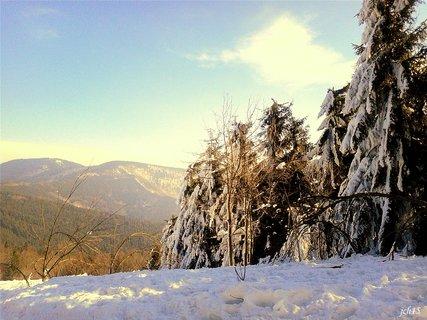 FOTKA -   .zimn� krajinou  .