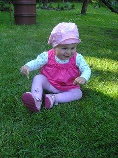 FOTKA - Sofie--na trávičce