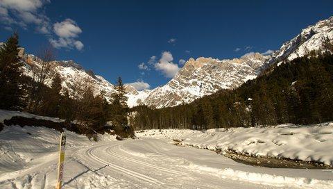 FOTKA - Zimní Triefen - Urslau a běžecké stopy v hinterthalském údolí