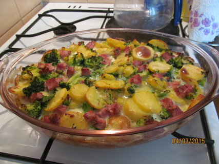 FOTKA - Zape�en� brokolice s brambory