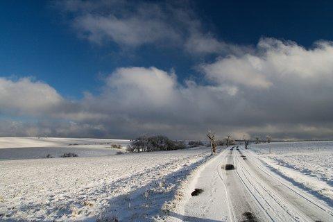 FOTKA - Silnice se v zimě neudržuje. . .