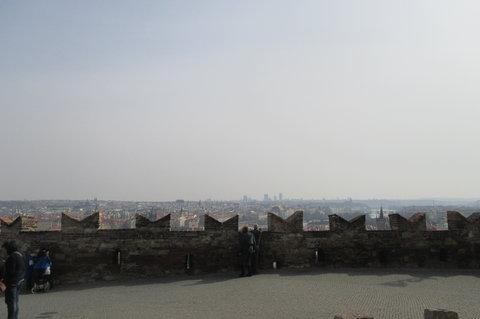 FOTKA - Vyhlídková terasa před bránou Pražského hradu