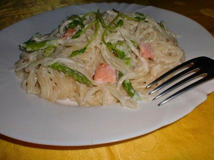 FOTKA - Špagety s chřestem a uzeným lososem