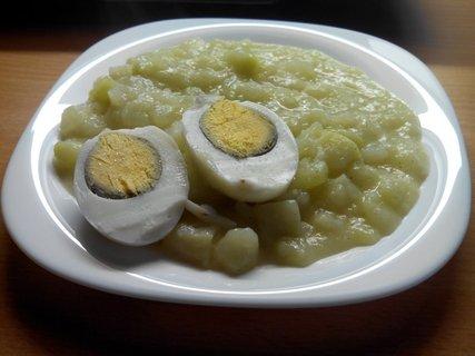 FOTKA - Dušené kedlubny na česneku s vajíčkem