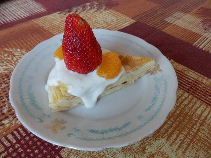 FOTKA - palačinkovopudingový dortík s giga jahodou