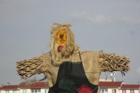 FOTKA - Dnešní den na sídlišti -  Čarodějnice fešanda, škoda jí