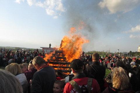FOTKA - Dnešní den na sídlišti - a hoří